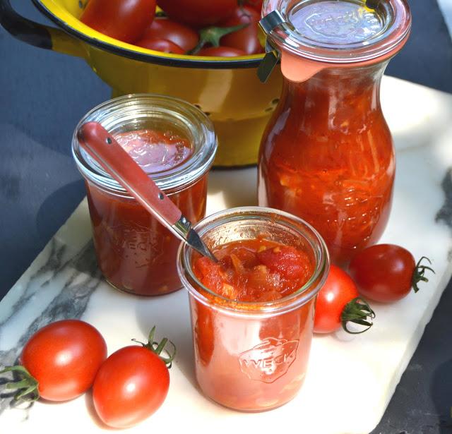 Safran-Tomaten-Kompott - so schmeckt der Sommer! Hausgemachtes Kompott, welches besser schmeckt als jederTomatenketchup. Schnell und einfach, Sommerküche #tomatenkompott #rezept