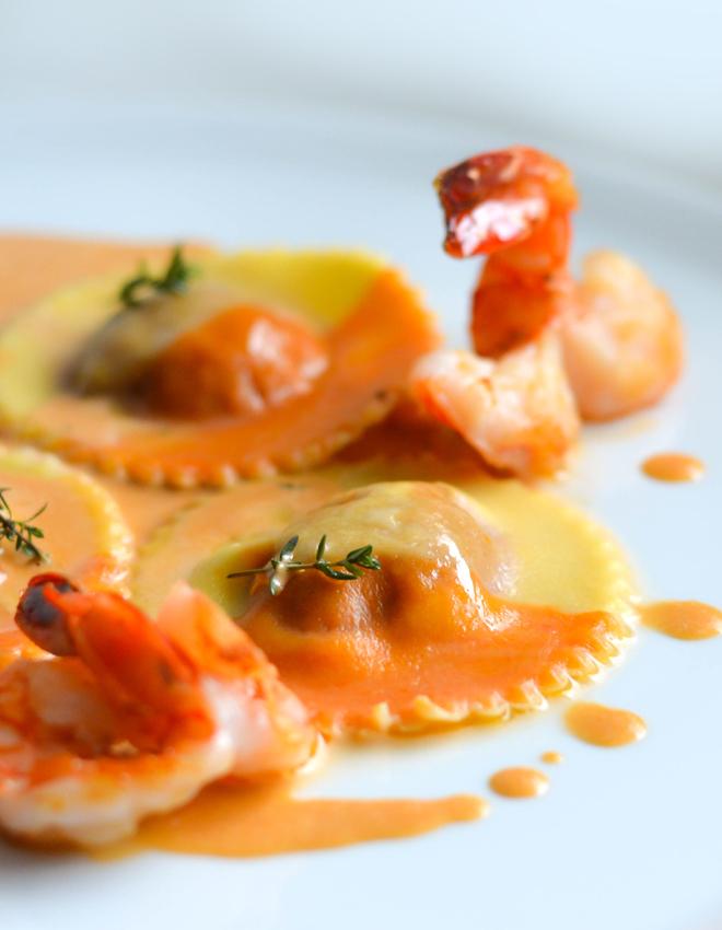 Paprika-Orangen Ravioli mit cremiger Crevettensauce