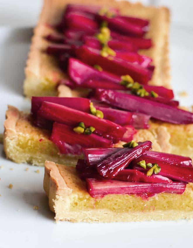 Rhabarber-Frangipane Tarte mit Granatapfel Sirup und Pistazien, Rezept für eine FrühlingsTarte mit Mandelteig