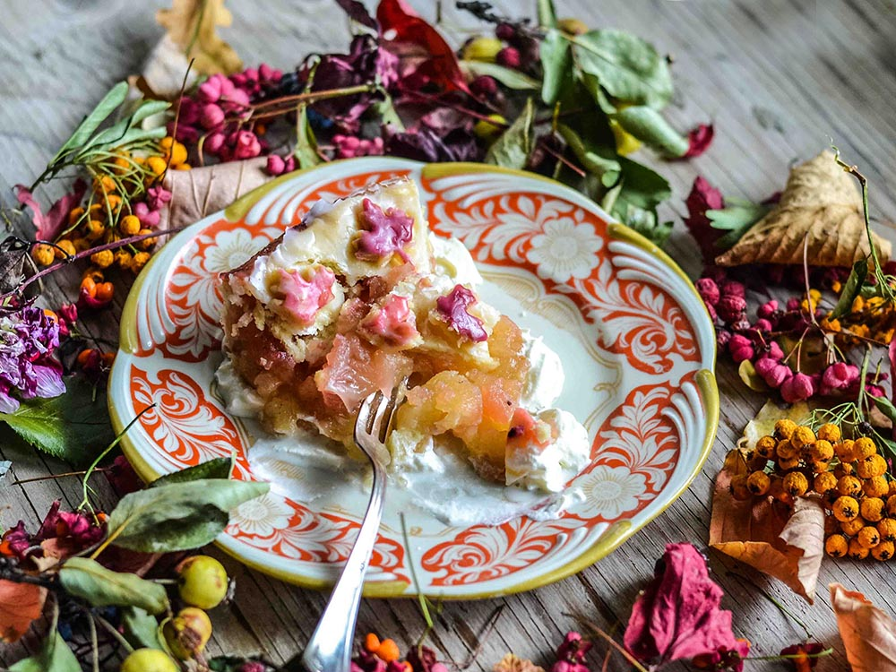 Gedeckter Apfelkuchen mit Holunder - Mein Apfelkuchenklassiker in Herbstfarben