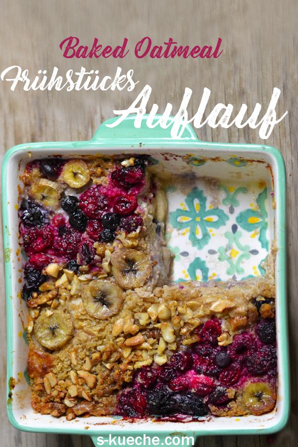 Frühstücksauflauf mit Haferflocken - Baked Oats oder Baked Oatmeal für ein leckeres, gesundes, abwechslungsreiches und buntes Frühstück, Rezept für hafer Auflauf mit Beeren und Banane #rezept #bakedoats #oatmeal #frühstück #hafer