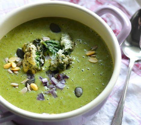Grünkohl Cremesuppe mit Grünkohlknusper