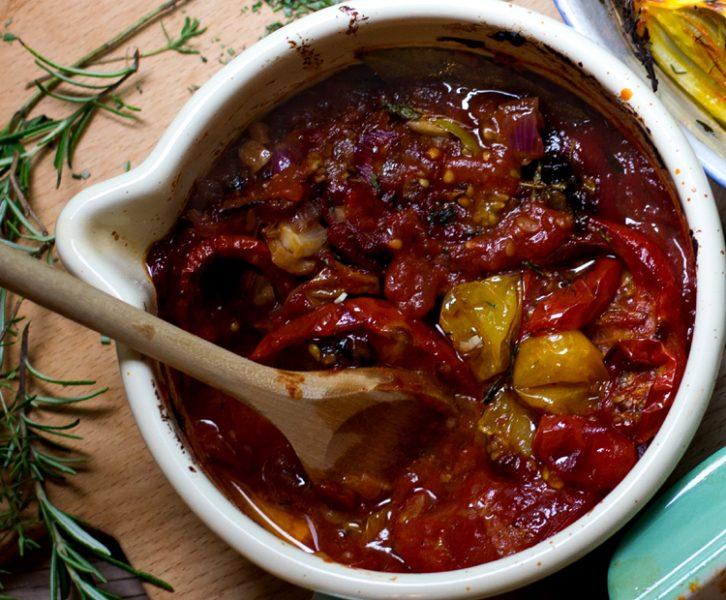 Rustikaler, kräftig fruchtiger Ketchup aus ofengerösteten Tomaten