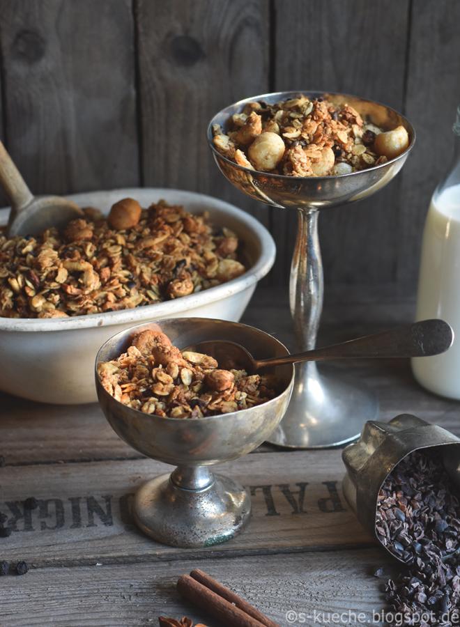 Chai Granola - knusprig gebackenes 1001 Nacht Müsli aus dem Ofen, Knuspermüsli orientalisch gewürzt. Frühstück vollwertig, gesund, lecker, crunchy #granola #frühstück #rezept #müsli #knuspermüsli #chai