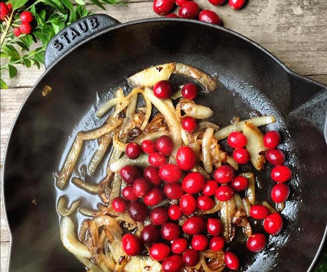 Karamellisierte Cranberry Balsamico Zwiebeln