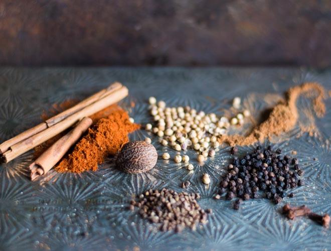 Baharat - Orientalische Gewürzmischung - Rezept für meine Lieblingsversion. Gewürze aus dem nahen Osten, die jedem Gericht Würze aus 1001 Nacht verleihen