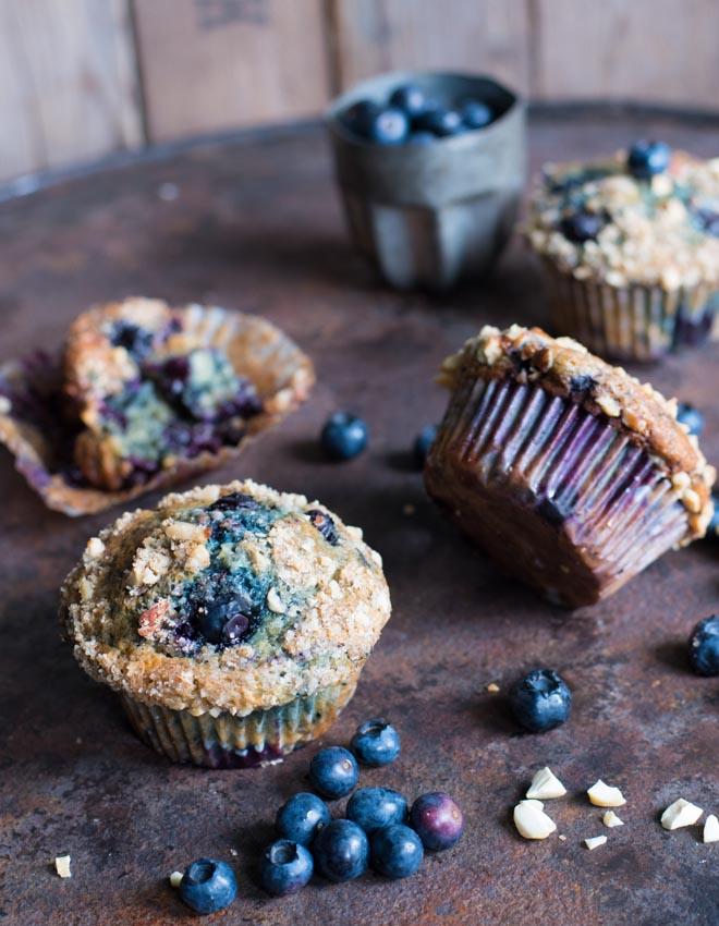 Rezept für Blaubeer-Joghurt Muffins mit Streuselnüssen