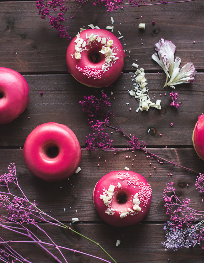 Gilmore Girls Revival Donuts - Im Ofen gebackene Vanille Brioche Donuts mit Granatapfelguss