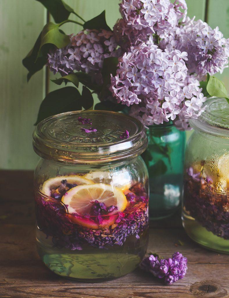 Fliedersirup aus Fliederblüten - so schmeckt der Frühling!