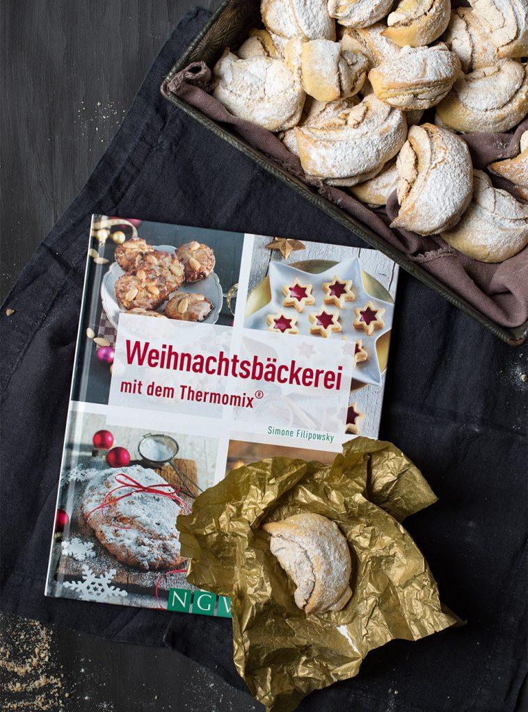 Burgenländer Kipferl - knusprige Kekse mit verführerischer Nuss-Baiser-Füllung. Österreichische Kekse fürs ganze Jahr. Rezept mit und ohne Thermomix #kipferl #weihnachten #thermomixrezepte #plätzchen #rezept
