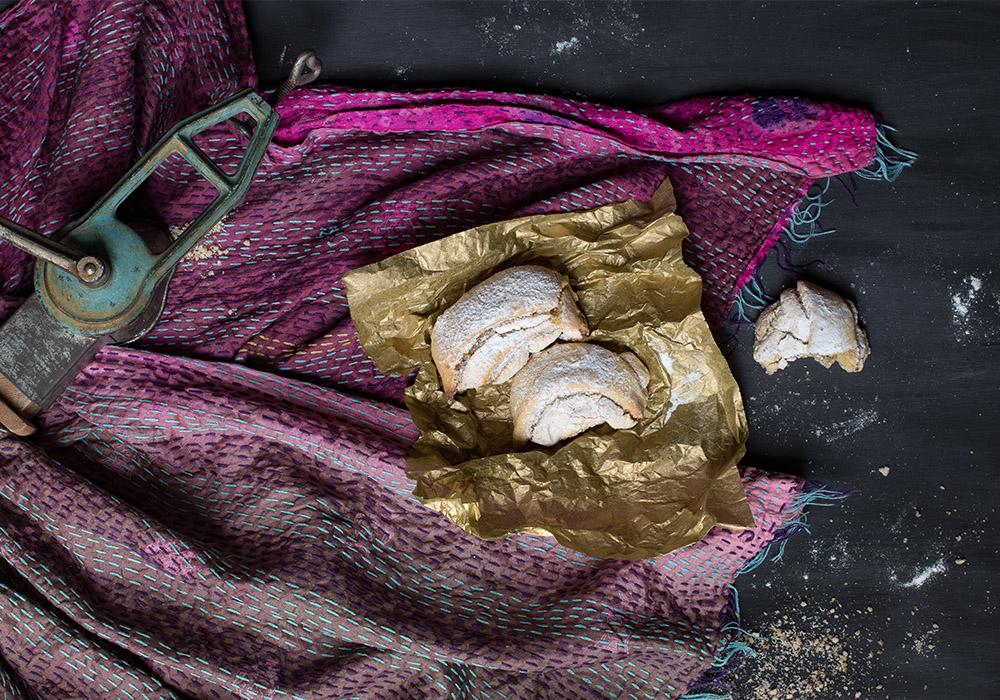 Burgenländer Kipferl - knusprige Kekse mit verführerischer Nuss-Baiser-Füllung