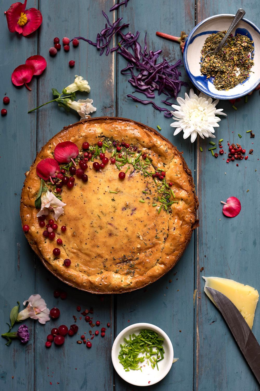 Pikanter Cheesecake mit Bergkäse und Brezelkruste