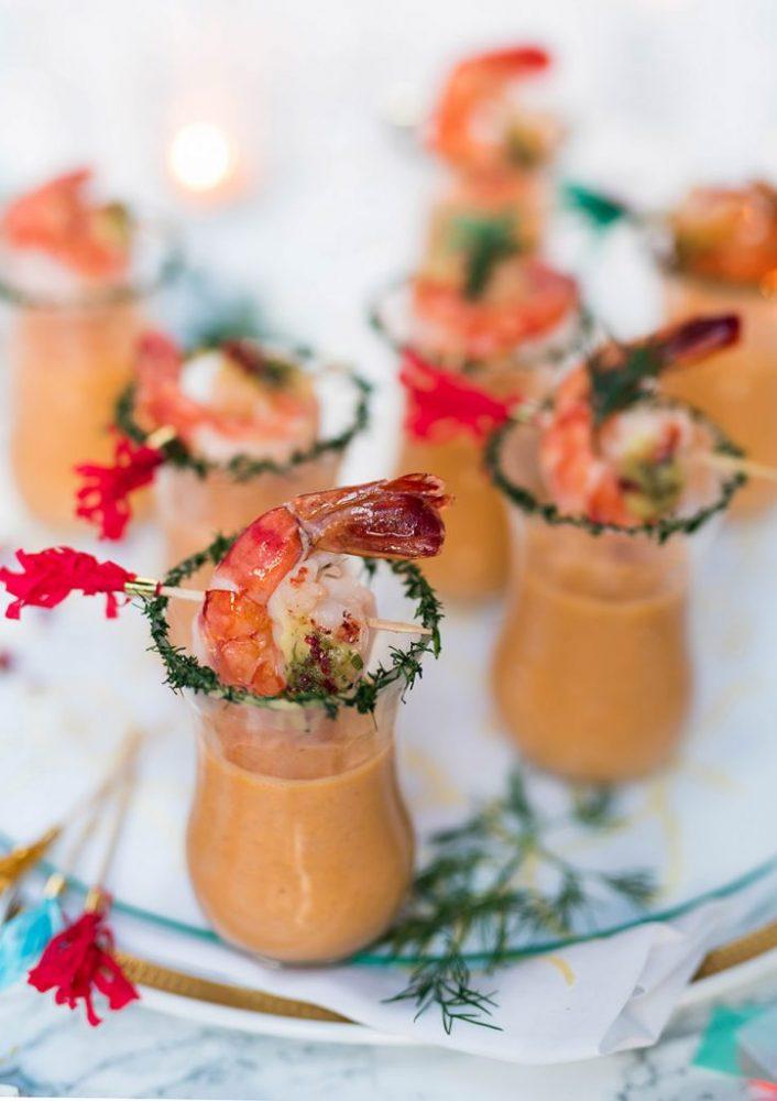 Garnelen Party Suppe im Glas - Fingerfood vom Feinsten. Party Suppen Shot, Appetizer, Flying Dinner, festliche, aromatische Suppe für Feste und Feiern #party #suppe #garnelen #fingerfood #rezept