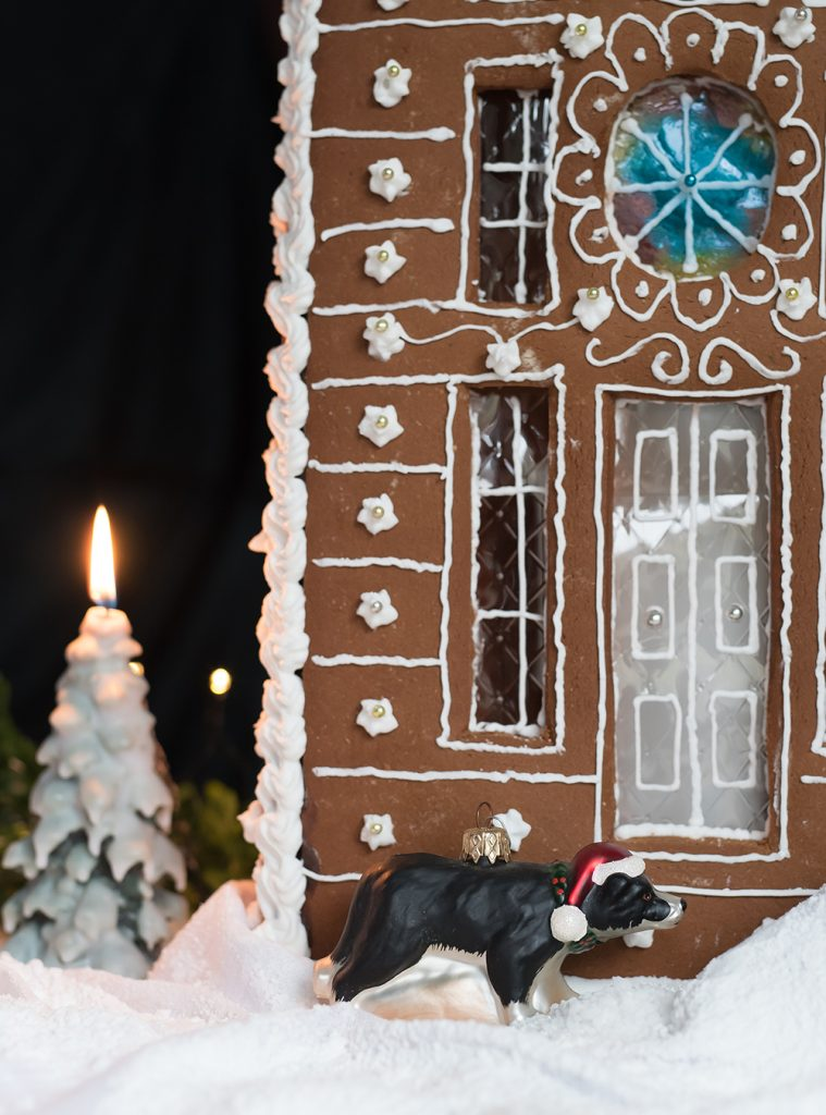 Lebkuchenhaus Deluxe - Lebkuchen Villa, Rezept für essbare Weihnachtsdeko mit Bauanleitung, gebacken aus leckerem, stabilem Lebkuchenteig #lebkuchenhaus #hexenhaus #lebkuchen #weihnachten