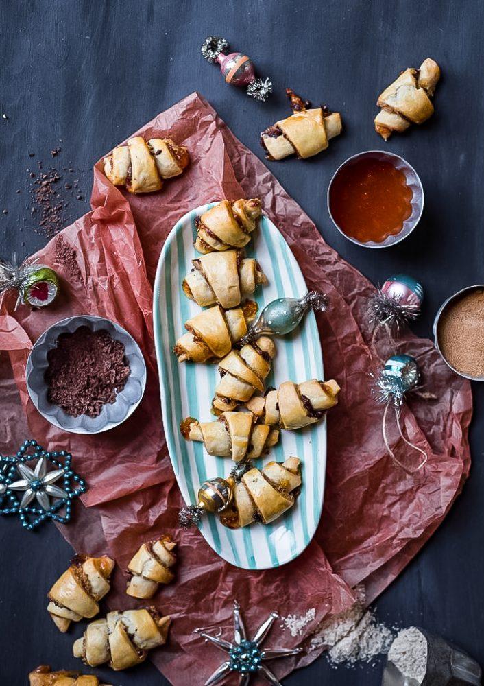 Rugelach, ursprünglich jüdisches Gebäck. In Israel gibt es sie zu allen Jahreszeiten, hier besonders zu Weihnachten. Kekse, Plätzchen, Weihnachtsbäckerei #rugelach #israel #weihnachtsbäckerei #rezept #thermomixrezepte