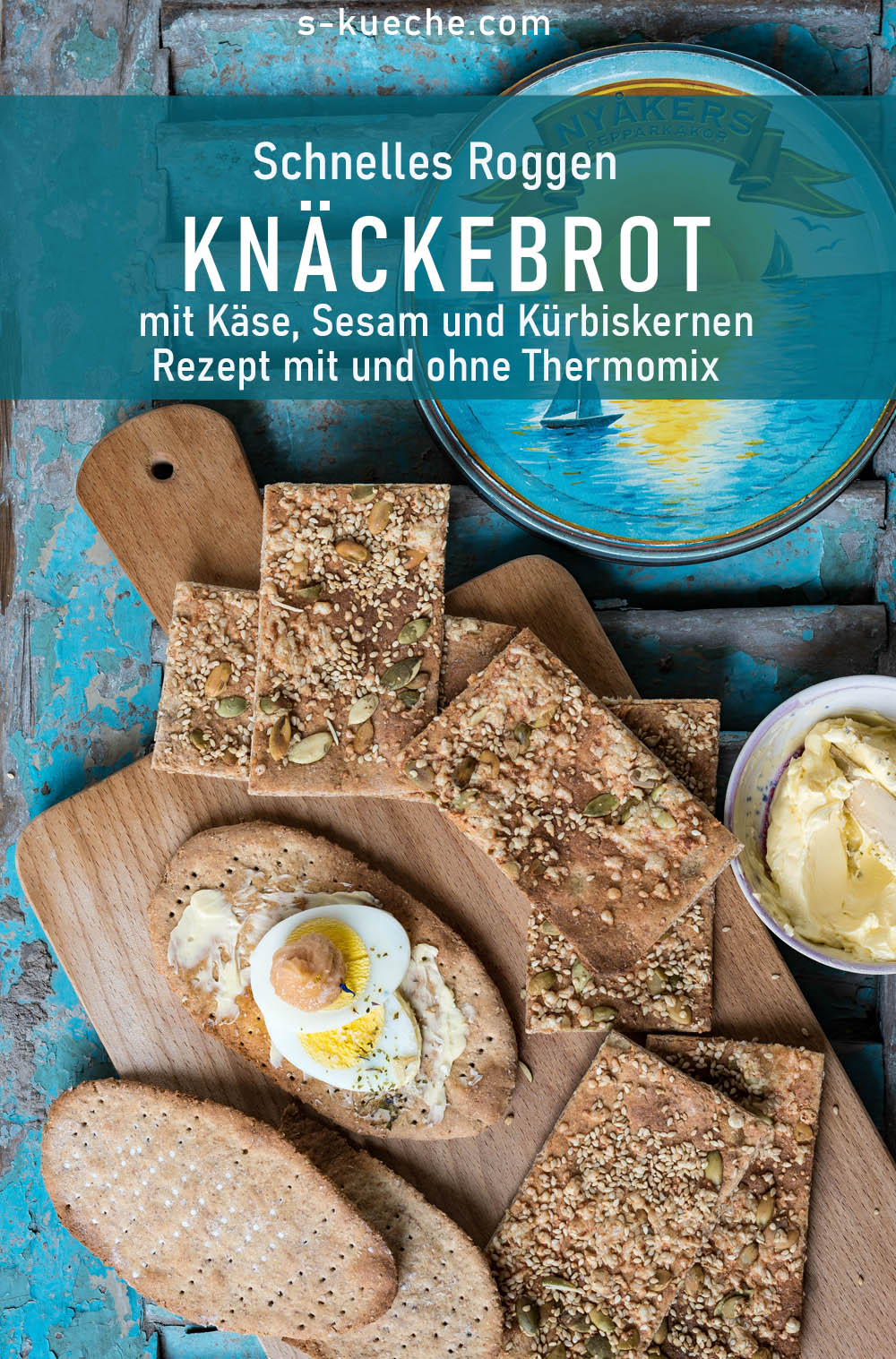 Rustikales Roggen-Knäckebrot mit Käse, Sesam und Kürbiskernen. Einfaches Rezept für das gesunde Brot, mit und ohne Thermomix. Schlank und vollwertig. #knäckebrot #roggen #schweden #rezept