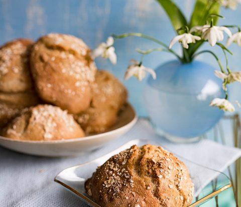 Schnelle Dänische Haferbrötchen, einfach, knusprig, lecker. Rezept für Brötchen mit Übernachtgare,fix mit dem Esslöffel geformt und so gut zum Frühstück #brötchen #backen #rezept #hafer #ruckzuck #skaninavischeküche #haferbrötchen