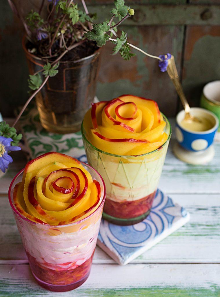Mango-Rose auf Mascarpone Cheesecake im Glas