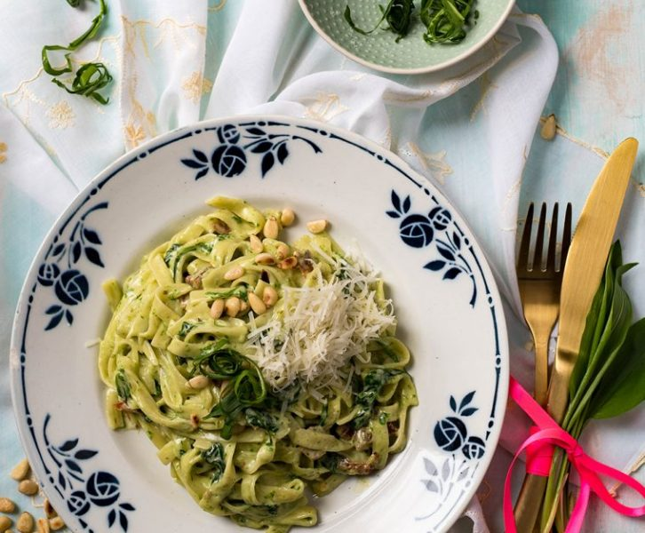 Cremige One Pot Spinat Pasta mit Bärlauch