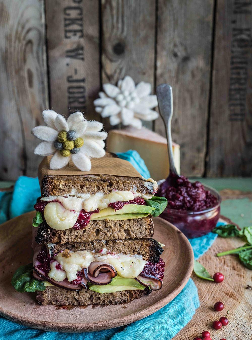 Bergkäse Sandwich mit Preiselbeer-Chutney – #sennermeetsblogger