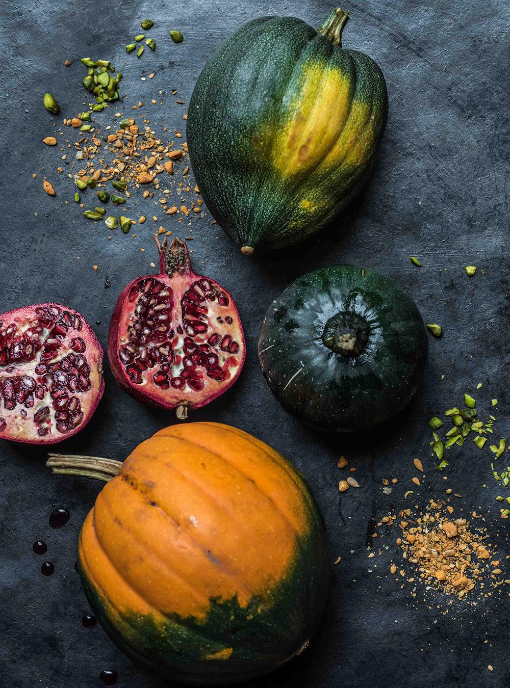 Acorn Squash - Festliche Eichelkürbis Kringel mit Pesto und Dukkah, Pistazien und fruchtiger Vinaigrette