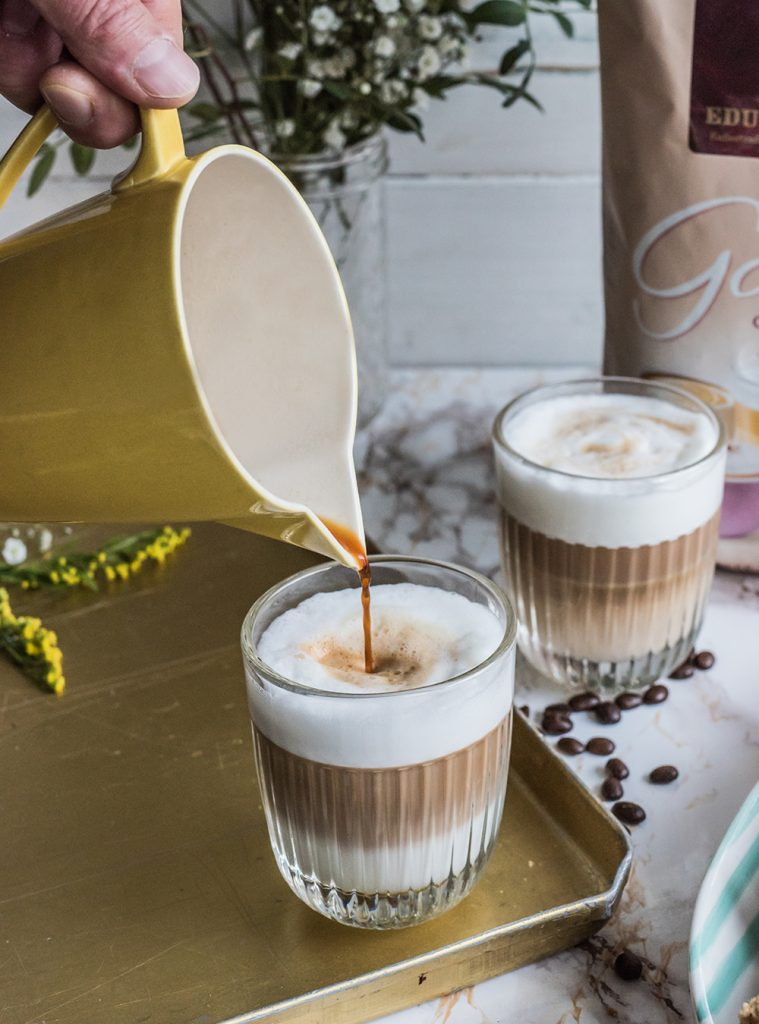 Coffee & Vanilla Shortbread Fingers und Milchkaffee