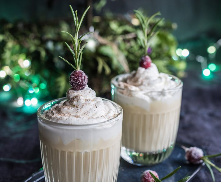 Eggnog Panna Cotta mit  Cranberries