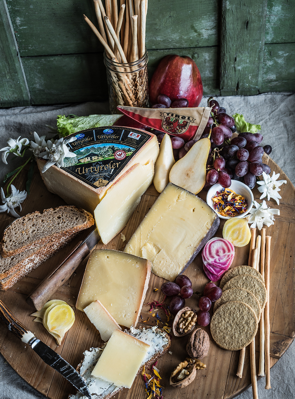 Käse aus Tirol und der Weg zu der perfekten Käseplatte #sennermeetsblogger - Eine Käsesommelière zeigt die perfekte Käseplatte, Rezept für Quitten Senfsauce