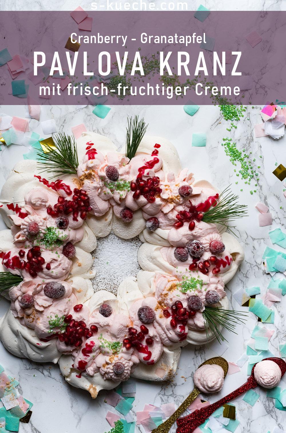 Festlicher Pavlova Kranz mit frischer Creme, Granatapfel und Cranberries - Rezept für fruchtig frischen Baiser, nicht nur zu Weihnachten tolle Dischdeko
