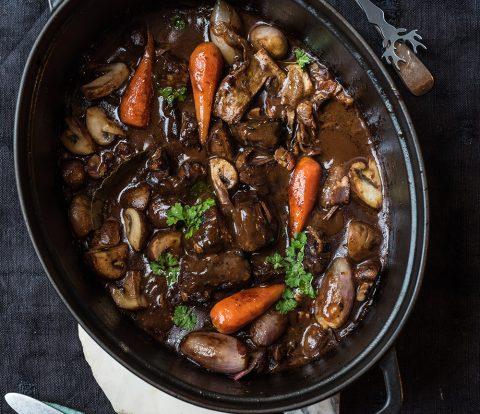 Wild Bourguignon - Das entspannte Menü - Die Hauptspeise, Wild statt Boeuf in diesem französischen Klassiker, gut vorzubereiten für stresslose Feste