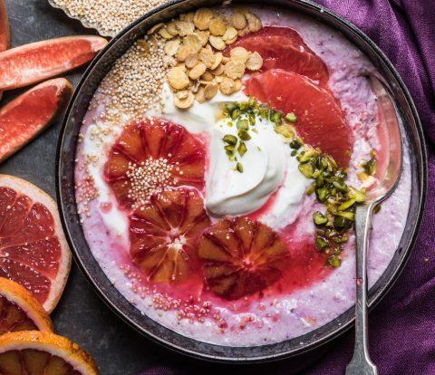 Frische Winter Protein Bowl mit Hafer und Blutorangen - Schnelle Frühstückspower mit vollwertigen Kohlenhydraten und viel Eiweiß für frische Energie am Morgen