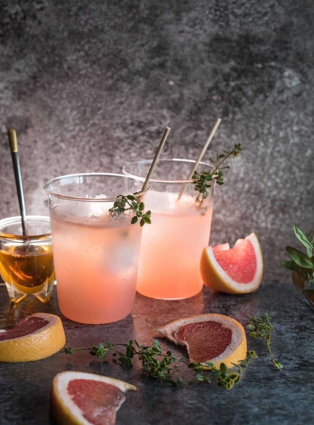 Frisch fruchtiger Grapefruit Honig Gin Tonic Cocktail