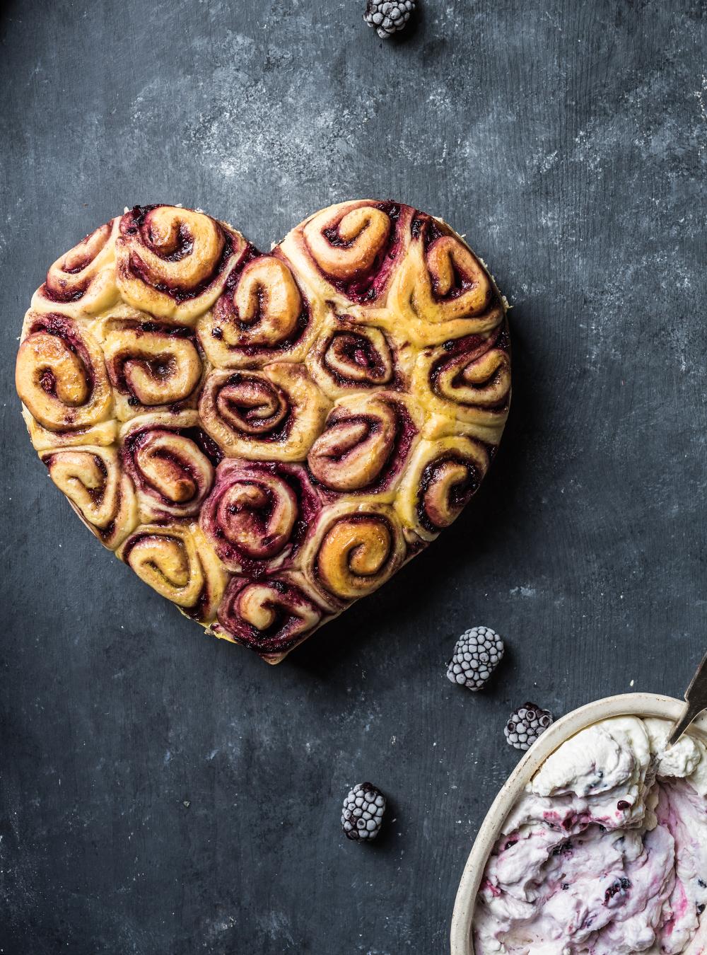 Soft Cinnamon Rolls - sehr weiche Beeren Zimtschnecken