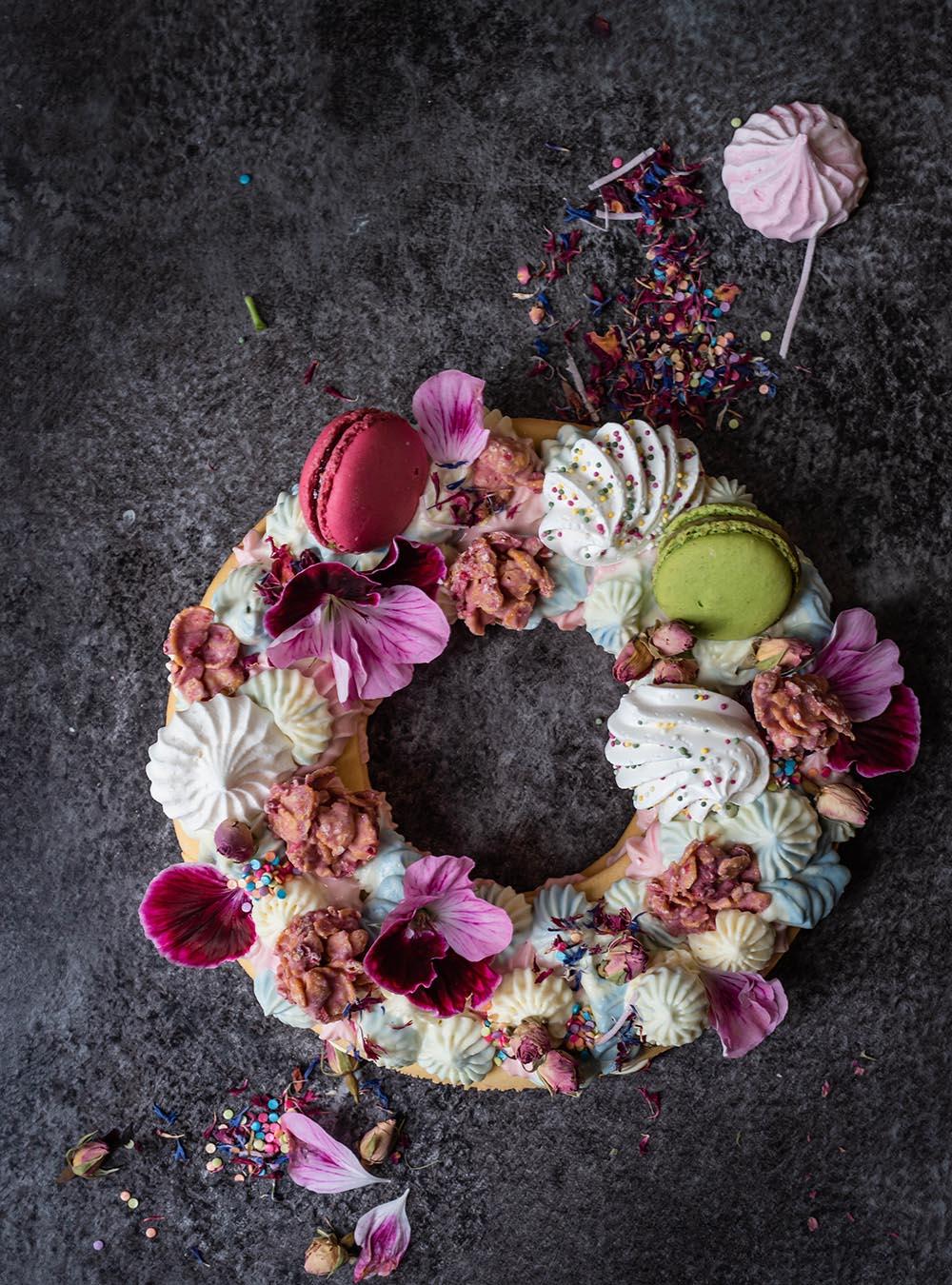 Frühlings Cream Cake - mein Number Letter Cake in der Oster- und Ganzjahres-Version - Rezept für Oster Cream Cake