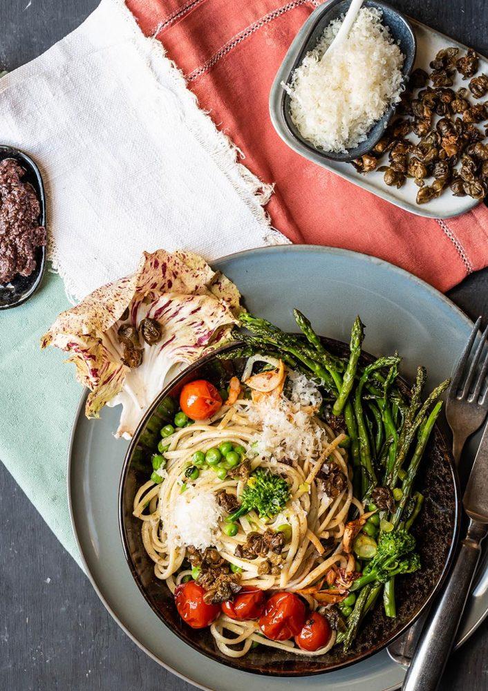 Rezept für Pasta mit Spargel, Oliven und Kaper