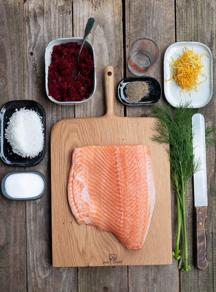 Gravad Lachs mit Rote Bete zu schwedischem Kartoffelsalat