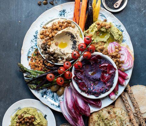 Loaded Hummus Platter - Hummus Platte mit 3 Sorten Hummus und vielen Extras