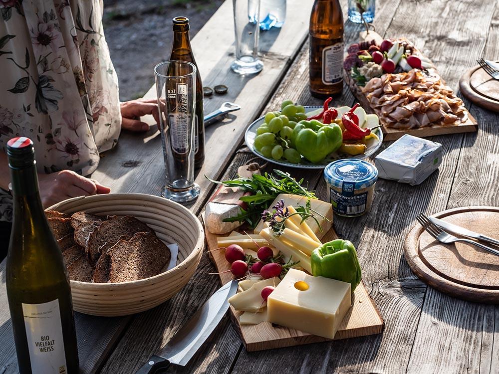 Ein sommerliches Heumilch-Abenteuer auf der Saukogl-Alm in Tirol - Abendbrot