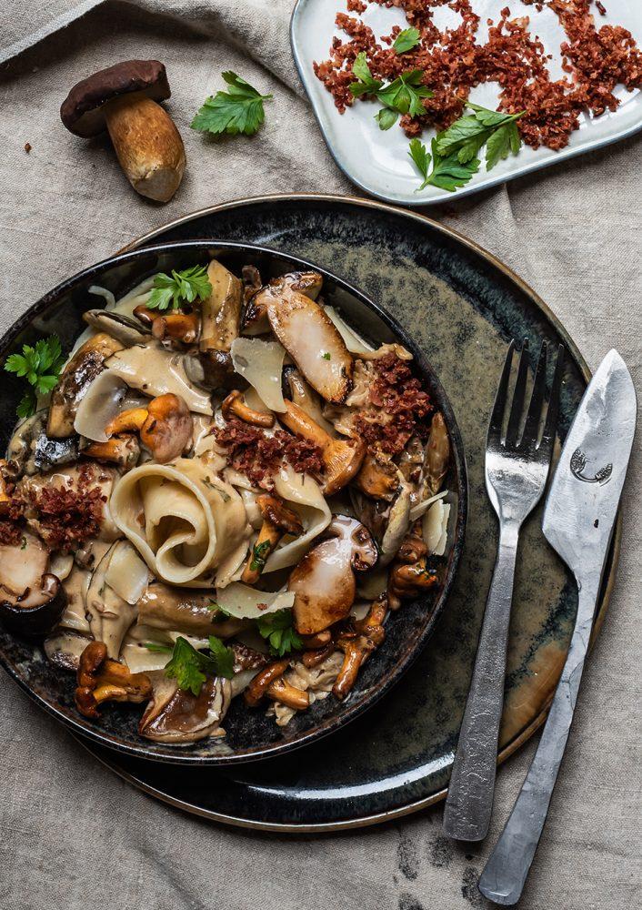 Pilzpfanne - Pilz Ragout in Miso Rahm - Herbst Umami mit Parpadelle Maronen, Pfifferlinge, Steinpilze, oder Champignons veredeln dieses Pastagericht #pilzpfanne #pilzragout #pasta #rezept #pilzrahm #pastagericht