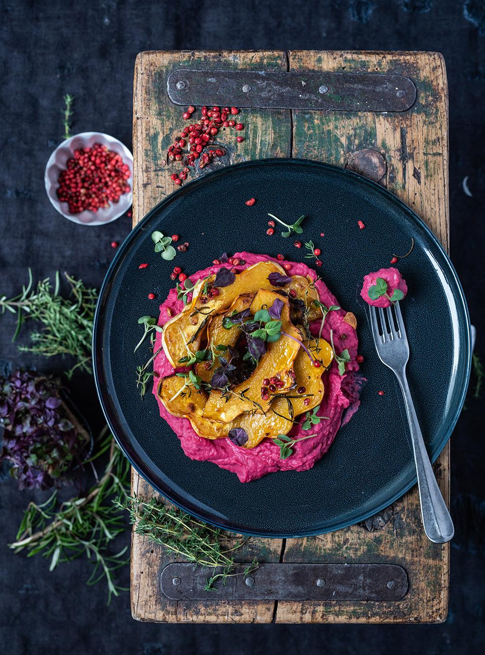 Ofen Kürbis mit Hummus aus Rote Bete und weißen Bohnen - fixe Feierabendküche, tolle Vorspeise, Beilage, Hauptgericht - Ruck-Zuck Rezept, schmeckt warm und kalt wunderbar