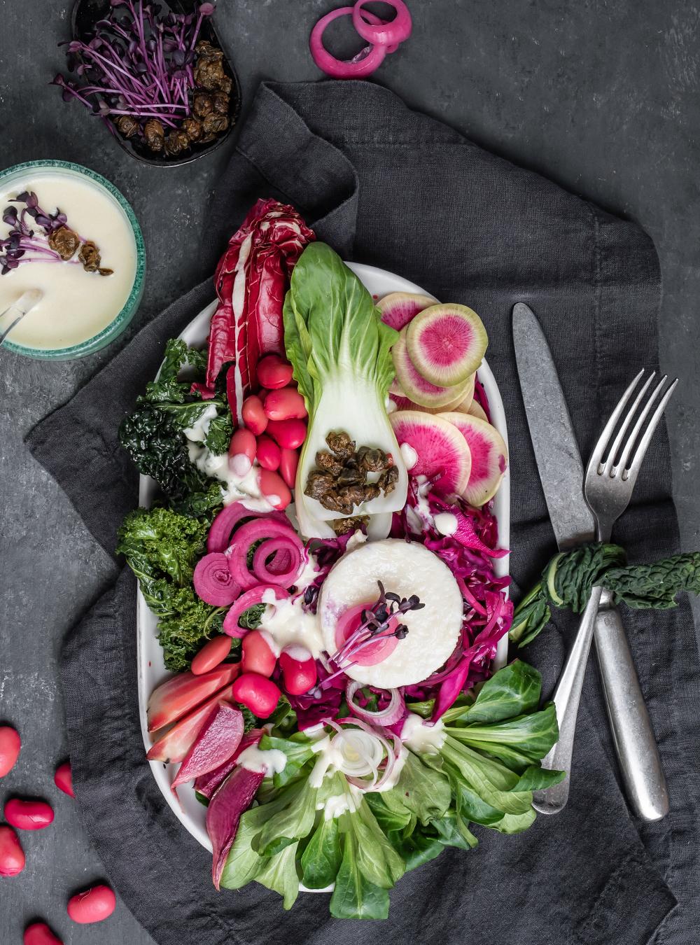 Purpur-grüner Wintersalat mit Misodressing - Palingenesis, Lee Krasner Food zur Ausstellung in der Schirn Kunsthalle