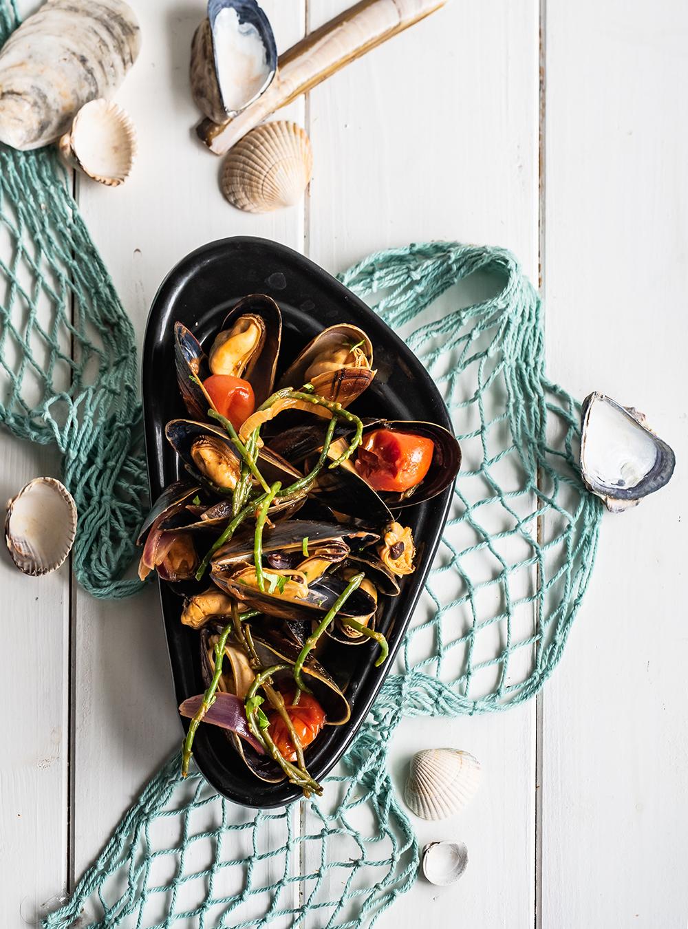 Muscheln & Queller in pikanter Tomatensauce