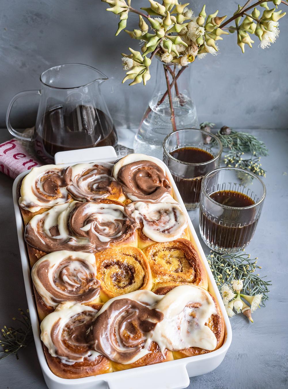 Safran Zimtschnecken mit Kaffeeguss