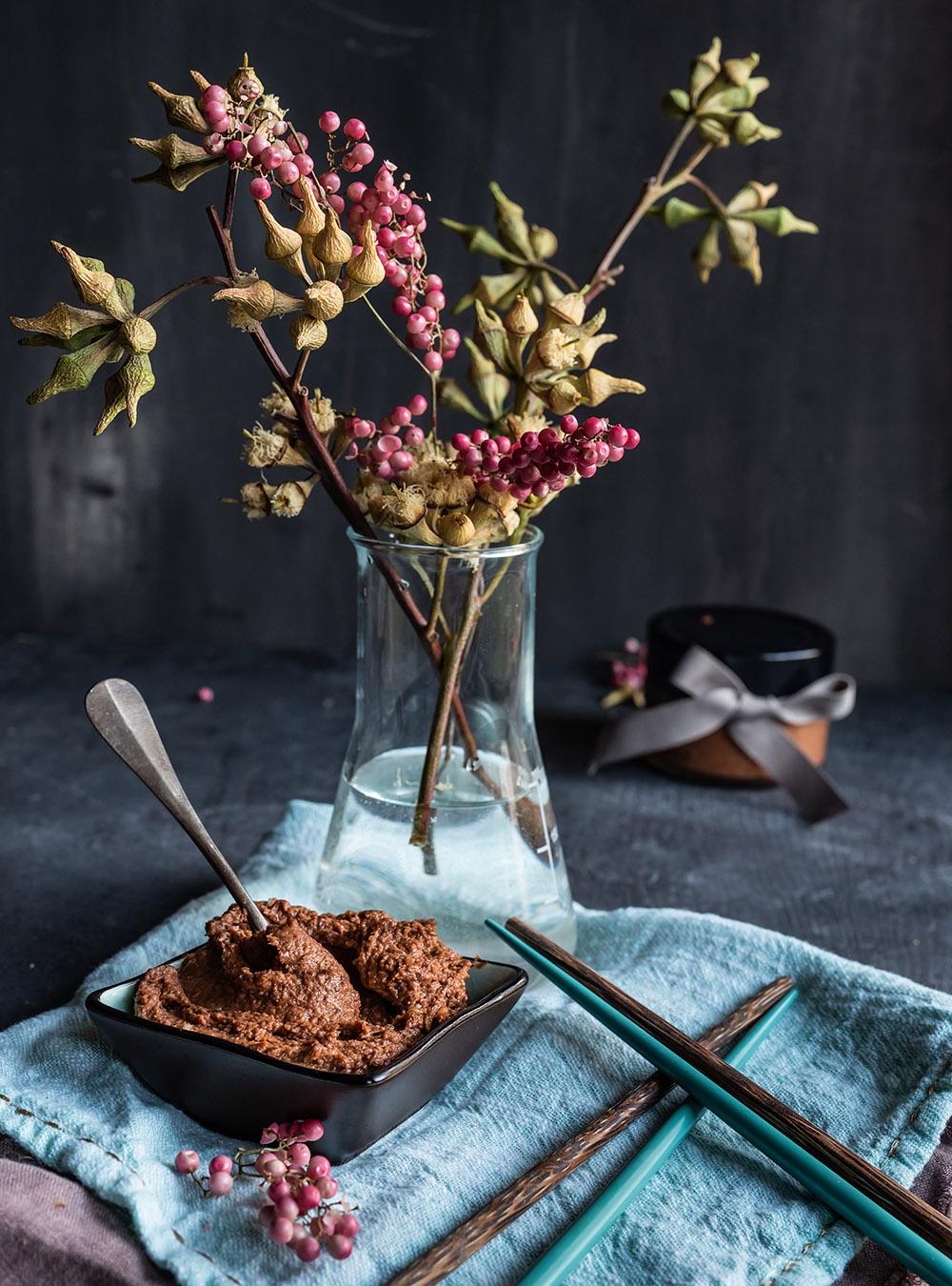 Umami Paste - schenk doch mal Geschmack. Rezept für maximalen Geschmack, als Geschenk und unverzichtbar für die eigene Küche #umami #umamibombe