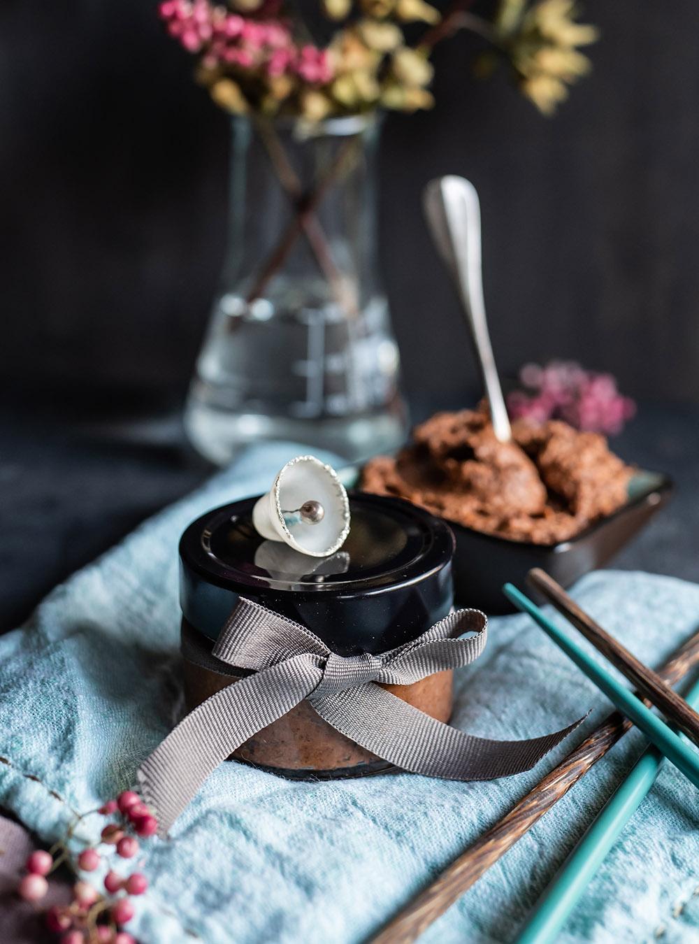 Umami Paste - schenk doch mal Geschmack. Rezept für maximalen Geschmack, als Geschenk und unverzichtbar für die eigene Küche #umami #umamibombe #geschmacksverstärker #rezept #geschenkeausderküche #kulinarischegeschenke #würzmischung #quickandeasy #thermomixrezepte #tm6