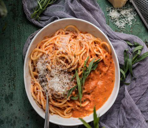 Spaghetti in Tomatenrahm mit Estragon in 15 Minuten