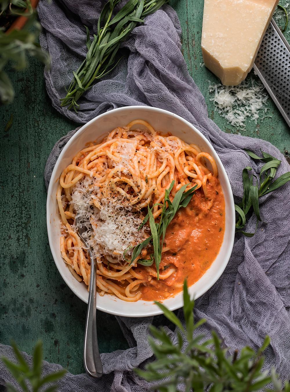 Spaghetti in Tomatenrahm mit Estragon. 7 Tage - 7 geniale Pasta Rezepte