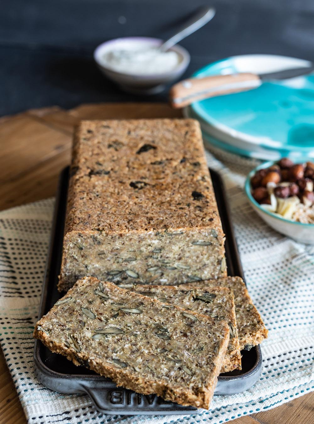 Einfaches Körnerbrot ohne Mehl aus Nüssen und Saaten