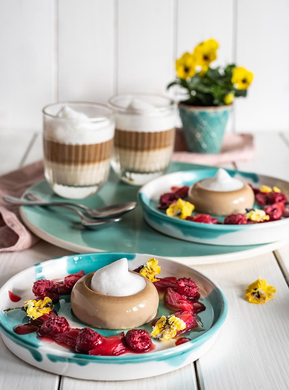 Kaffee Panna Cotta mit mit Vanille-Milchschaum