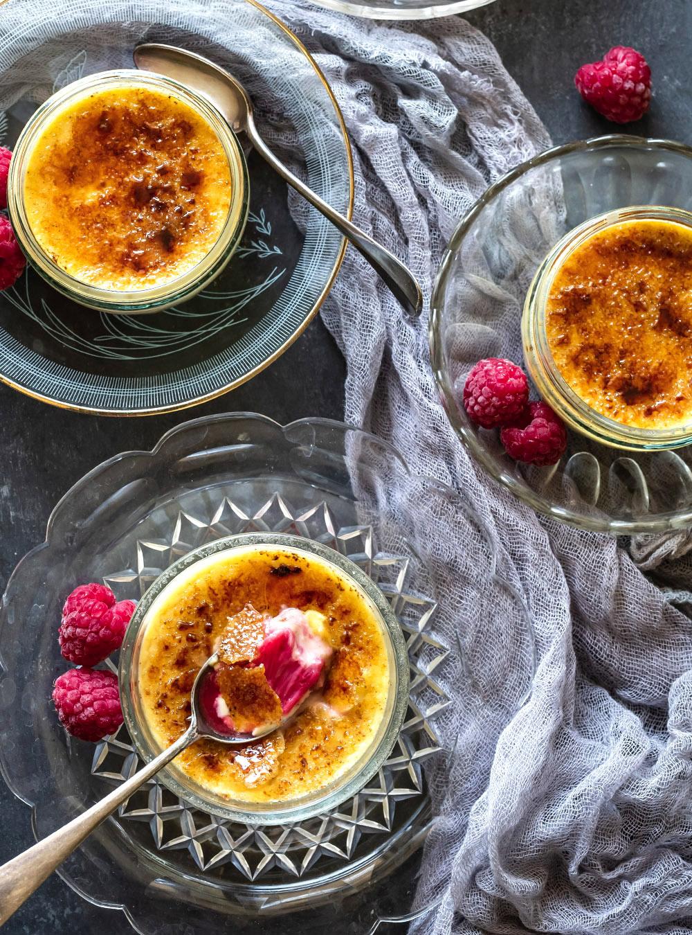 Crème brûlée mit Rhabarber - wahlweise mit oder ohne Eierlikör